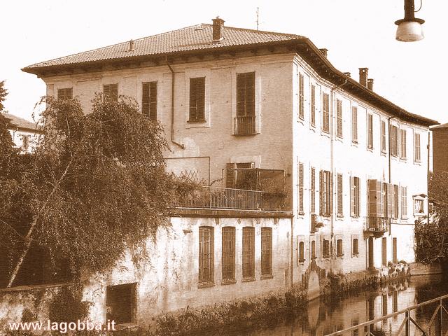 Complesso che ospitava l' azienda tessile di Enrico Mangili.