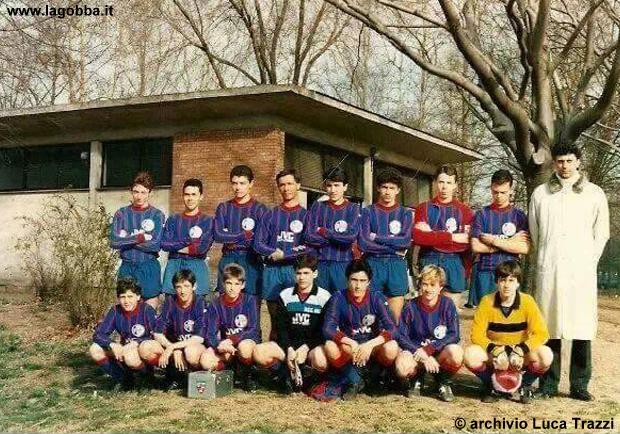 Stagione 1986/1987 Uri, categoria Giovanissimi Regionali..  Io sono in piedi il 3 da sinistra.. da notare gli spogliatoi sullo sfondo